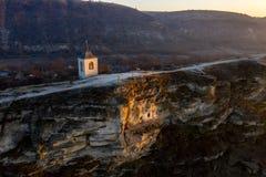 Alter Orhei-Stein schnitzte Kirche bei Sonnenuntergang Vogelperspektive, Moldau-Re lizenzfreies stockfoto