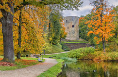 Alter Park im Herbst Stockfotos