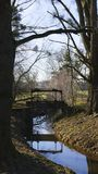 Alter Penstock, im allgemeinen Park, mit Schloss Liebling, Foerch stockbilder