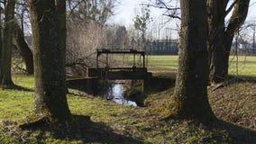 Alter Penstock, im allgemeinen Park, mit Schloss Liebling, Foerch stockbild