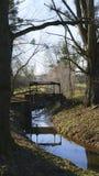 Alter Penstock, im allgemeinen Park, mit Schloss Liebling, Foerch lizenzfreie stockfotos