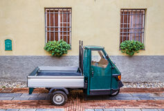 Alter Piaggio-Affe auto--Albenga, Savona, Ligurien, Italien Lizenzfreie Stockfotos