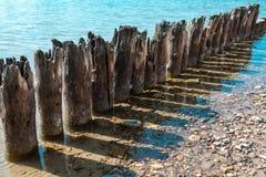 Alter Pier mit Schatten Stockfoto