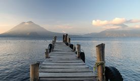 Alter Pier am See Atitlan, Guatemala stockbilder