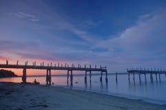 Alter Pier am Sonnenuntergang Lizenzfreie Stockbilder