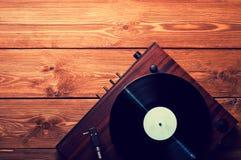 Alter Plattenspieler und Schallplatten Stockfotos