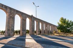 Alter römischer Aquädukt in Evora Stockfotografie