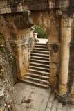 Alter römischer Bogen und Treppenhaus Stockfotos