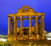 Alter römischer Tempel am Abend Lizenzfreies Stockfoto