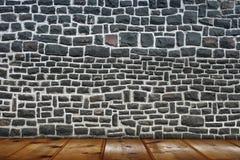 Alter Raum mit Backsteinmauer Stockfotos