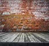 Alter Raum mit Backsteinmauer Lizenzfreie Stockfotografie