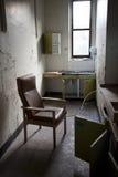 Alter Raum mit Stuhl Lizenzfreie Stockfotografie