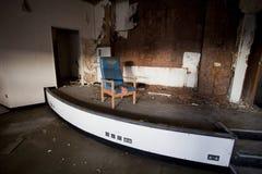 Alter Raum mit Stuhl Lizenzfreie Stockfotos
