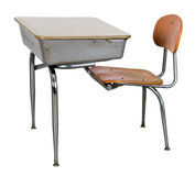 Alter Retro- Schule-Schreibtisch getrennt auf Weiß Lizenzfreie Stockbilder
