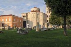 Alter Roman Forum und die Kirche von St. Donat, Zadar, Kroatien lizenzfreie stockbilder