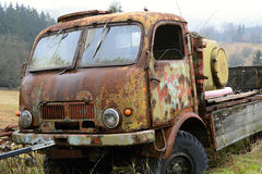Alter Rost-gegessener Lastwagen, Tschechische Republik, Europa stockfotografie