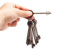 Alter rostiger Schlüsselbund in der Hand Stockbilder