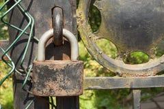 Alter Rostiger Verschluss Auf Einem Metalltor In Den Garten