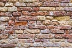Alter roter Backsteinmauerbeschaffenheitshintergrund Stockbild