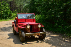 Alter roter Jeep Stockfoto