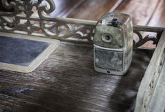 Alter rustikaler Bleistiftspitzer der Weinlese Lizenzfreie Stockfotos