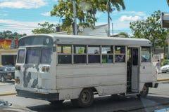 Alter rustikaler Bus in Cumana-Stadt Stockfotografie