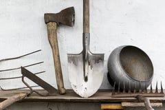 Alter rustikaler Werkzeuggarten Lizenzfreie Stockfotos
