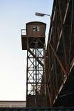 Alter Rusty Loading Tower, Zug-Transport, Prag, Europa lizenzfreie stockfotografie