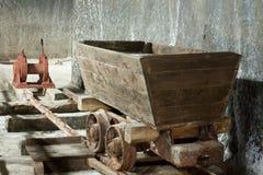 Alter Salzbergwerklastwagen, Salina Turda, Rumänien Stockfotos
