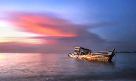 Alter Schiffbruch oder aufgegebenes Schiffswrack Lizenzfreie Stockfotos
