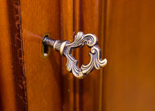 Alter Schlüssel im Verschluss Lizenzfreies Stockfoto