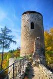 Alter Schloss-Kontrollturm im Herbst Stockfotos