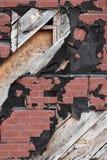 Alter Schmutz-Außenfabrik-Wand stockfotos