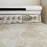 Alter schmutziger Ofen. Stockfotos