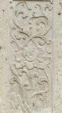 Alter schnitzender Steinhintergrund auf Tempelzaunwand Stockfotografie