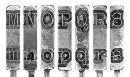 Alter Schreibmaschine Typebar beschriftet M bis S an lokalisiert  Lizenzfreie Stockfotos