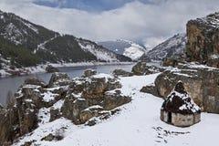 Alter Schutz in der schneebedeckten Landschaft Stockbild