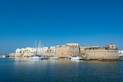 Alter Seehafen von Gallipoli, Apulien, Italien, berühmtes Ferien destin stockbild