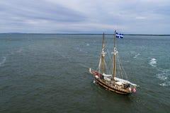 Alter Segelboot approching Hafen von Montreal auf dem St Lawrence River stockfoto