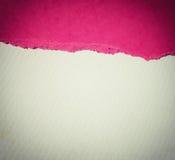 Alter Segeltuchbeschaffenheitshintergrund mit empfindlichem Streifenmuster und purpurrote Weinlese heftigem Papier Lizenzfreies Stockbild
