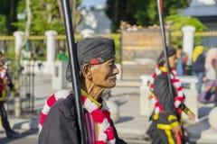 Alter Soldat, der in ein Festival marschiert lizenzfreie stockfotografie