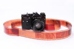 Alter Sowjet Zenit TTL 35 Millimeter-Filmkamera lokalisiert auf Weiß Lizenzfreie Stockbilder