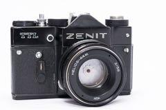 Alter Sowjet Zenit TTL 35 Millimeter-Filmkamera lokalisiert auf Weiß Stockbilder