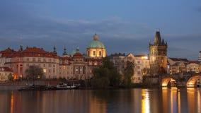 Alter Stadtbrücken-Turm nach Einbruch der Dunkelheit Stockbilder