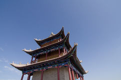 Alter Stadtgatterkontrollturm im Porzellan lizenzfreie stockfotos