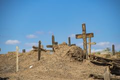 Alter Stammes- Friedhof am New Mexiko-Pueblo, in dem eingeborene Völker noch Zeremonien leben und durchführen lizenzfreie stockfotos