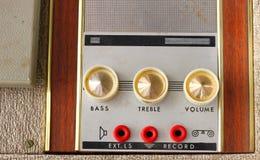 Alter staubiger Vinylspieler und -kontrollen Lizenzfreie Stockfotos