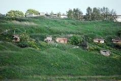Alter Stein baut die Banken des Flusses von Volga fand lengthways in der Stadt von Staritsa ab Tver Region Russland Lizenzfreies Stockbild