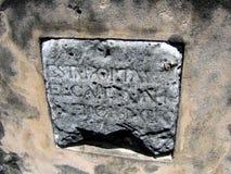 Alter Stein mit spanischen Beschreibungen Lizenzfreies Stockbild