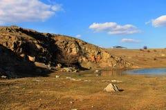 Alter Steinbruch in dem Fluss Berdy Entsprechend der lokalen Tradition wurde die Abtei 1044 von Kasimir das Stärkungsmittel gegrü stockfotografie